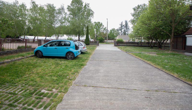Parkoló zárt udvarban